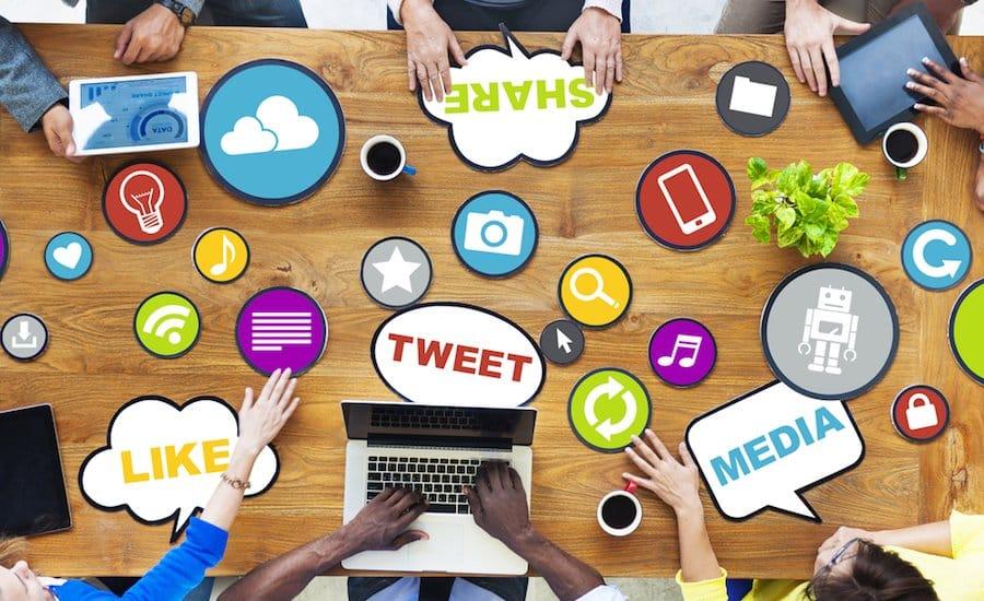 social media for vacation rentals_189811238